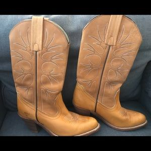 7 narrow AA Authentic Frye boots